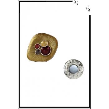 Broche aimantée - Corolle striée et détails couleurs