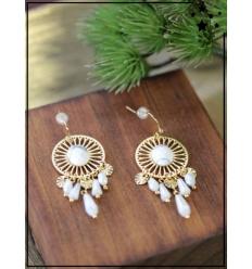 Boucles d'oreilles - Pierre blanche et perles - Doré